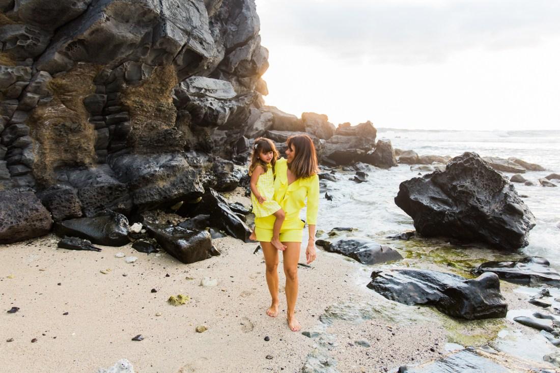 une séance sur la plage de saint gilles à l'ile de la Réunion par la photographe Fanny Tiara