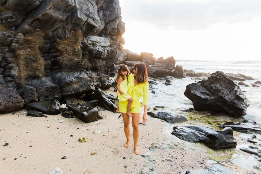 une séance famille sur la plage de saint gilles à l'ile de la Réunion