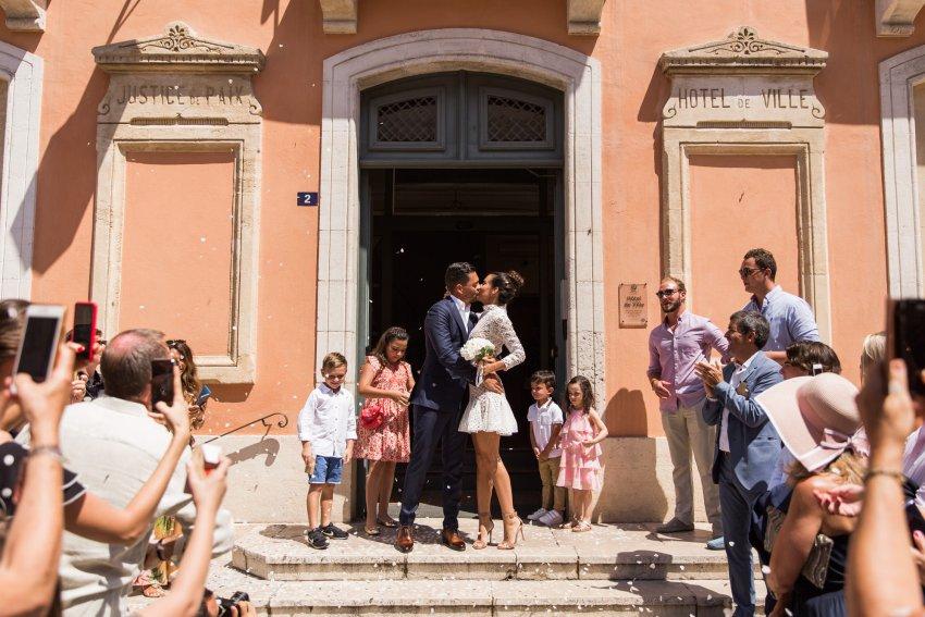 un mariage à la mairie de saint tropez
