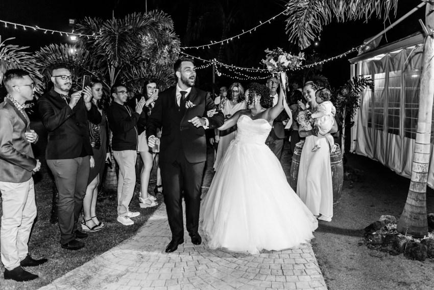 Entrée des mariés au domaine des mille cocos