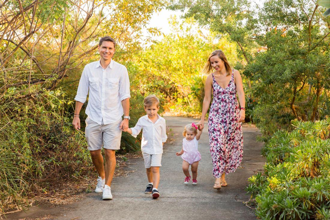 Des enfants devant l'objectif d'une photographe de famille à la Réunion