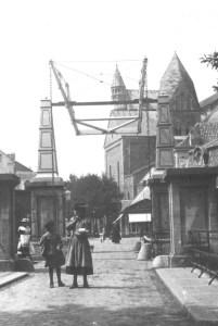 Graanmarkt 1900 ophaalbr over Jeker