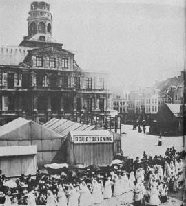 Markt 1900 kermis met processie