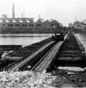 Pontonbrug bij KNP 1945