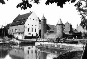 Pesthuis en Helpoort ±1955 v.a. stadspark