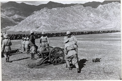 Une parade militaire en 1936 © The Tibet Album