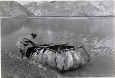 Hide coracle on the river near Lhasa
