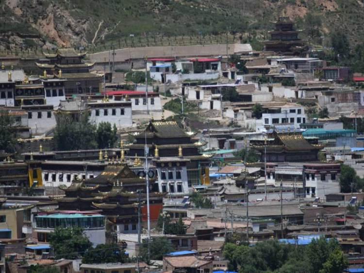 Repkong longwu temple