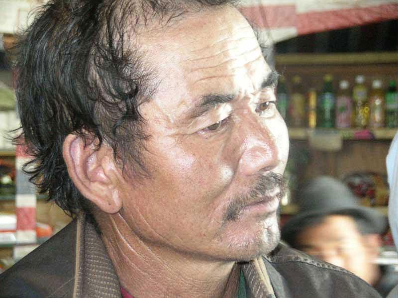 Délégué d'un village à une cinquantaine de kilomètres au nord de Lhassa (photo : Jean-Paul Desimpelaere, 2005)