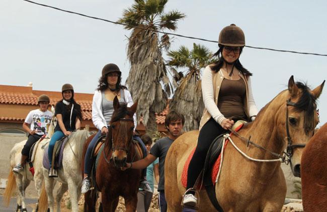 Veinte jóvenes de Antigua se inician en la equitación en la localidad de Triquivijate