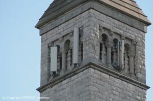 Des antennes sur une église, prête pour la 4G ?