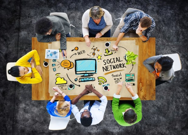 social media, meeting, desk, how to attract online traffic,
