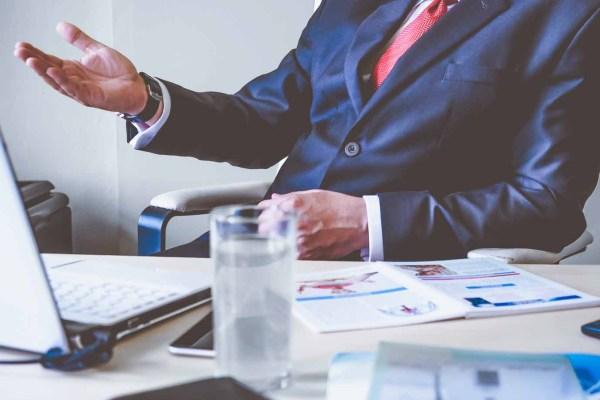 Hoe (goed) meten ondernemingen  de performance van hun CEO?