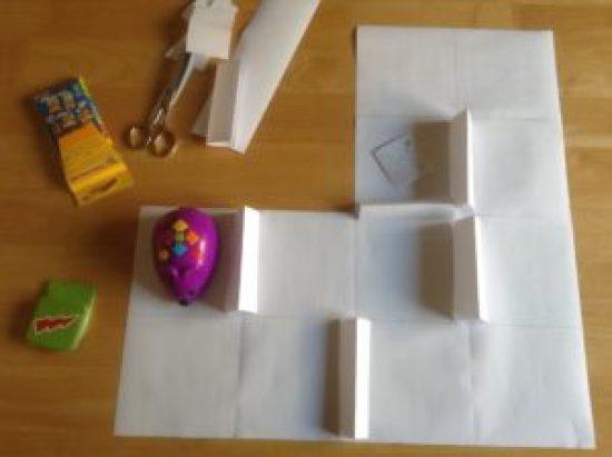 Tapiz en blanco en forma de codo con barreras de papel