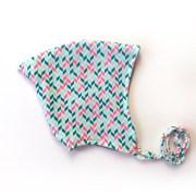 Gorrito para proteger del frío a bebés, en estampado geométrico fucsia y verde