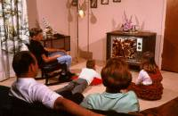 1970s family watching TV