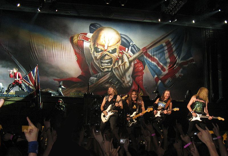 800px-Iron_Maiden_in_the_Palais_Omnisports_of_Paris-Bercy_(France)