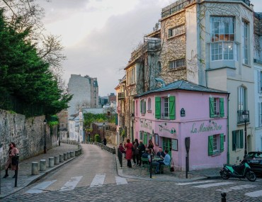 Montmartre pink house