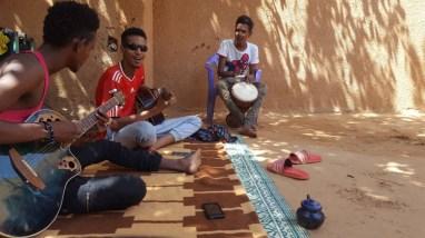 jeunes qui viennent prendre des cours à l'atelier Musique Solidaire Tidawt