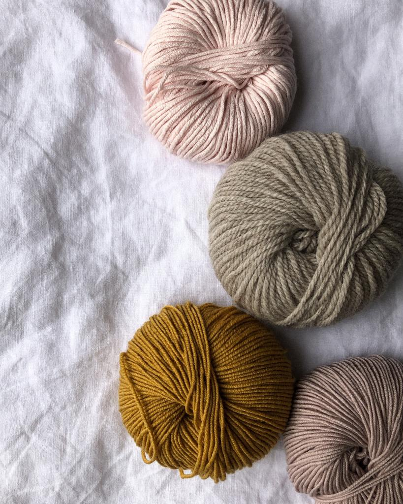picture of neutral coloured yarns, quality yarn online photo