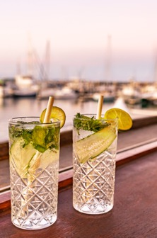 drinks-on-the-pier