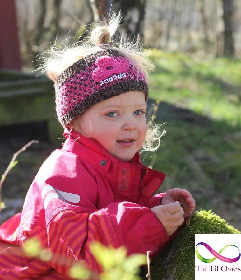 Amelia med klompelompepannebnd