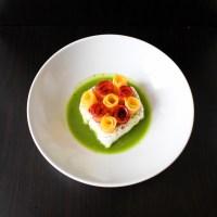Carottes marinées, yaourt au cumin et jus de persil