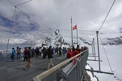 Aussichtsplattform Sphinx. Am rechten Bildrand ist der Weg zur Mönchsjochhütte zu erkennen.