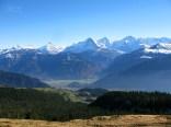 Blick auf Interlaken mit Berner Alpen im Hintergrund