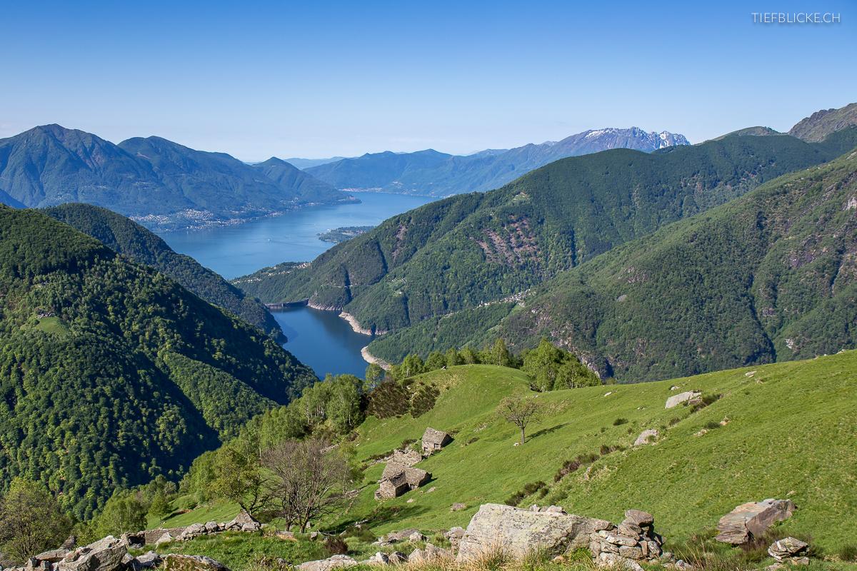 Schöne Aussicht auf den Vogorno-Stausee und den Lago Maggiore