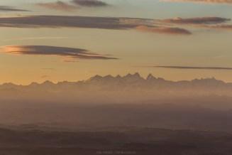 Die Alpen kurz nach Sonnenaufgang