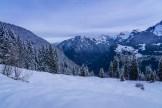 Frühmorgentliche Winterlandschaft im Berner Oberland