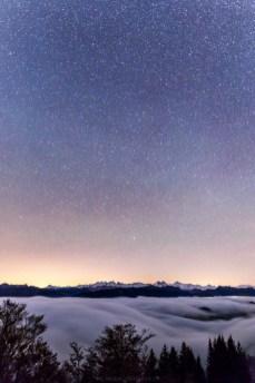 Nebel & Sterne, dazwischen die Berner Alpen