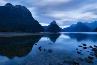 Blaue Stunde am Milford Sound