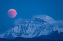 Mondfinsternis über der Jungfrau