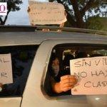 """Docentes y vecinos realizaron un multitudinario """"Bocinazo"""" frente a la sede del Gobierno porteño para que acate el DNU presidencial"""