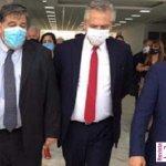 Mario Ishii brazo con brazo con el Gobernador Kicillof y el Presidente Fernández enfrentado la pandemia