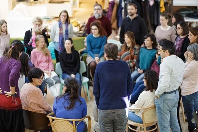 Educar con firmeza y cariño: formaciones para padres