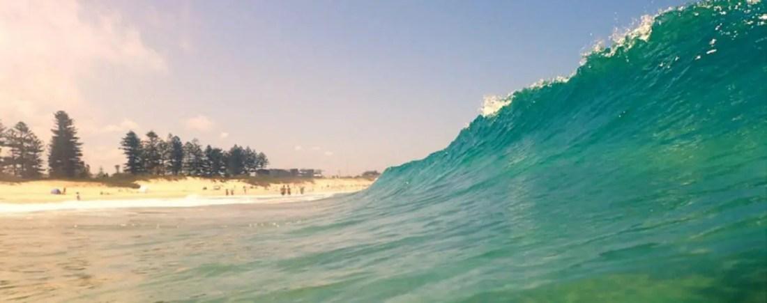 Ola en la playa de Wollongong, NSW, Viajar a Australia