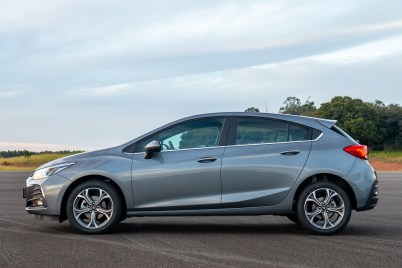 Chevrolet Cruze Premier con Wifi Hatch - lateral