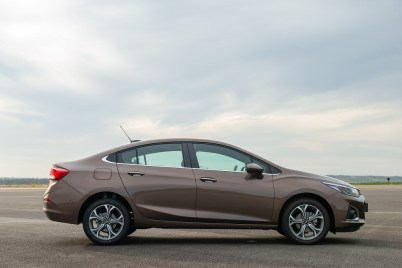 Chevrolet Cruze Premier con Wifi Sedán - exterior 2