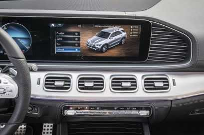 The neue Mercedes-Benz GLE, Displays The new Mercedes-Benz GLE, displays