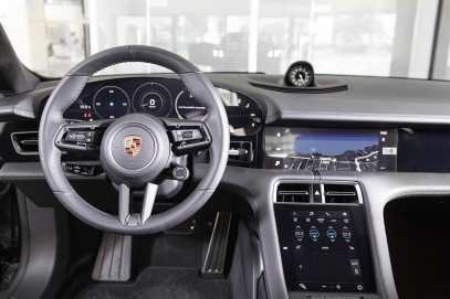 Porsche_taycan_2021_9