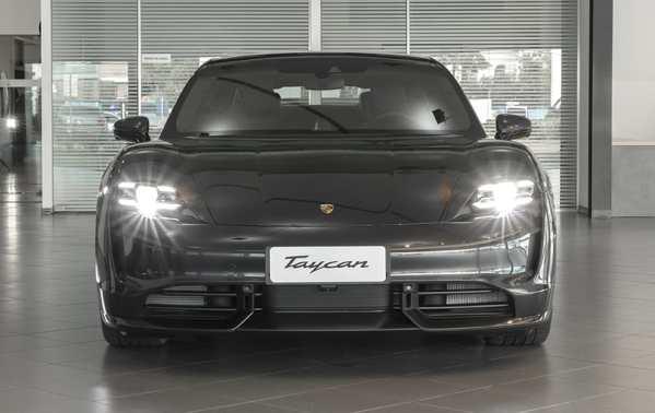 Porsche_taycan_3