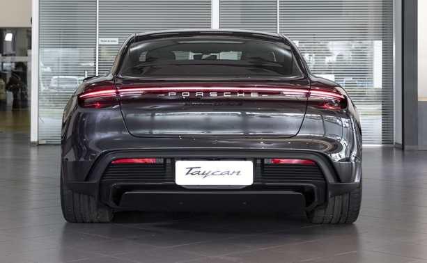 Porsche_taycan_4