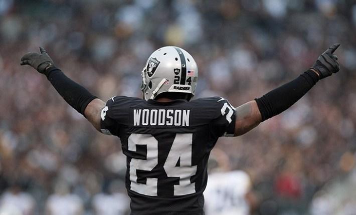 Charles Woodson, el Safety de los Raiders de Oakland, extiende su ...