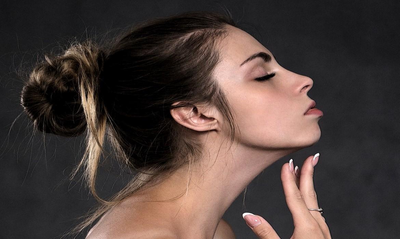 Cómo evitar los granitos después de depilarse la cara