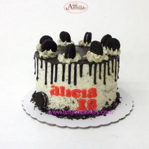 Pastel oreo drip cake con nombre 8 pax
