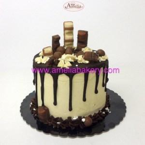 Pastel kinder drip cake