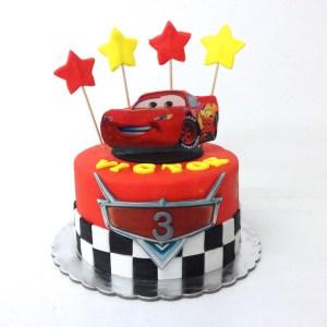Tarta Fondant Cars Rayo McQueen con estrellas